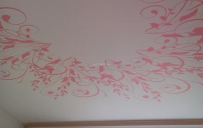 Розовые узоры на  матовом потолке - работы студии Потолок32