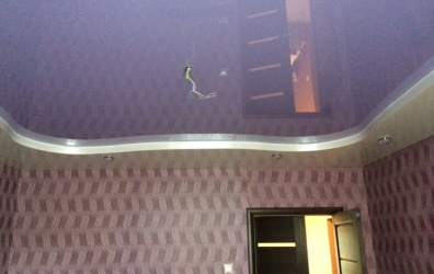 фиолетовый глянцевый потолок - работы студии Потолок32
