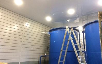 глянцевый потолок в техническом помещении завода - работы студии Потолок32
