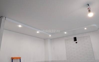 белый потолок на кухне - работы студии Потолок32