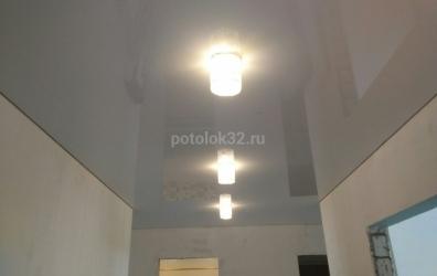 Натяжной потолок и светильники в коридоре - работы студии Потолок32