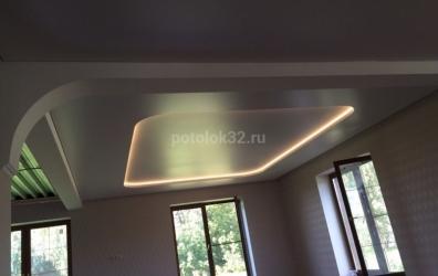 парящий двухуровневый потолок с портальной подсветкой - работы студии Потолок32