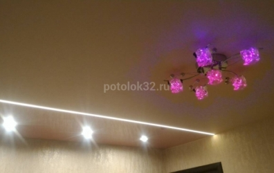 световая линия на натяжном потолке - работы студии Потолок32