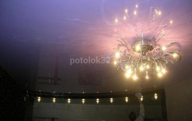 Двухуровневый глянцевый потолок в фиолетовом и черном цвете - работы студии Потолок32