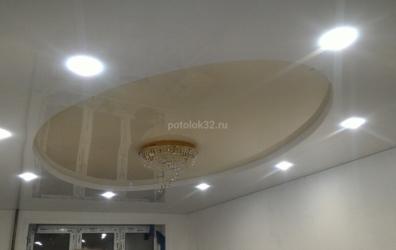 Двухуровневый глянцевый потолок в форме овала - работы студии Потолок32