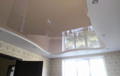персиковый глянцевый потолок для спальни - работы студии Потолок32