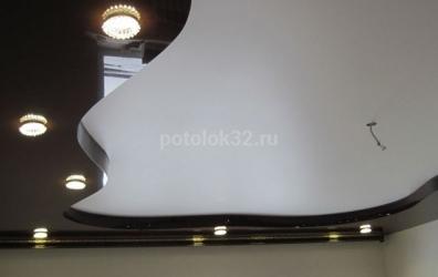 глянцевый потолок в форме волн - работы студии Потолок32