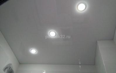 Глянцевый натяжной потолок с установкой светильников GX53 - работы студии Потолок32